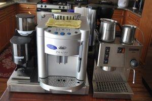 由左至右: Rancilio Rocky磨豆機, Solis Palazzo自動Espresso機器, Rancilio Silvia手動Espresso機器.