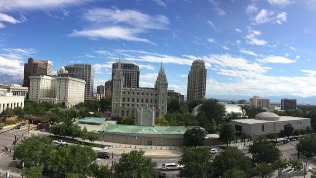 從 LDS Conference 樓頂往 Temple Square 方向的雄偉景觀