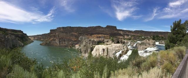 雙瀑布城的廣角瀑布景觀