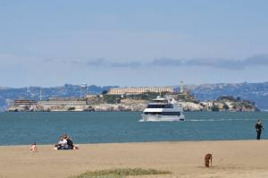 從Crissy Field 遠眺惡魔島 Alcatraz Island