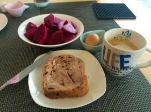 簡單的早餐加杯自製拿鐵,也是一種享受。